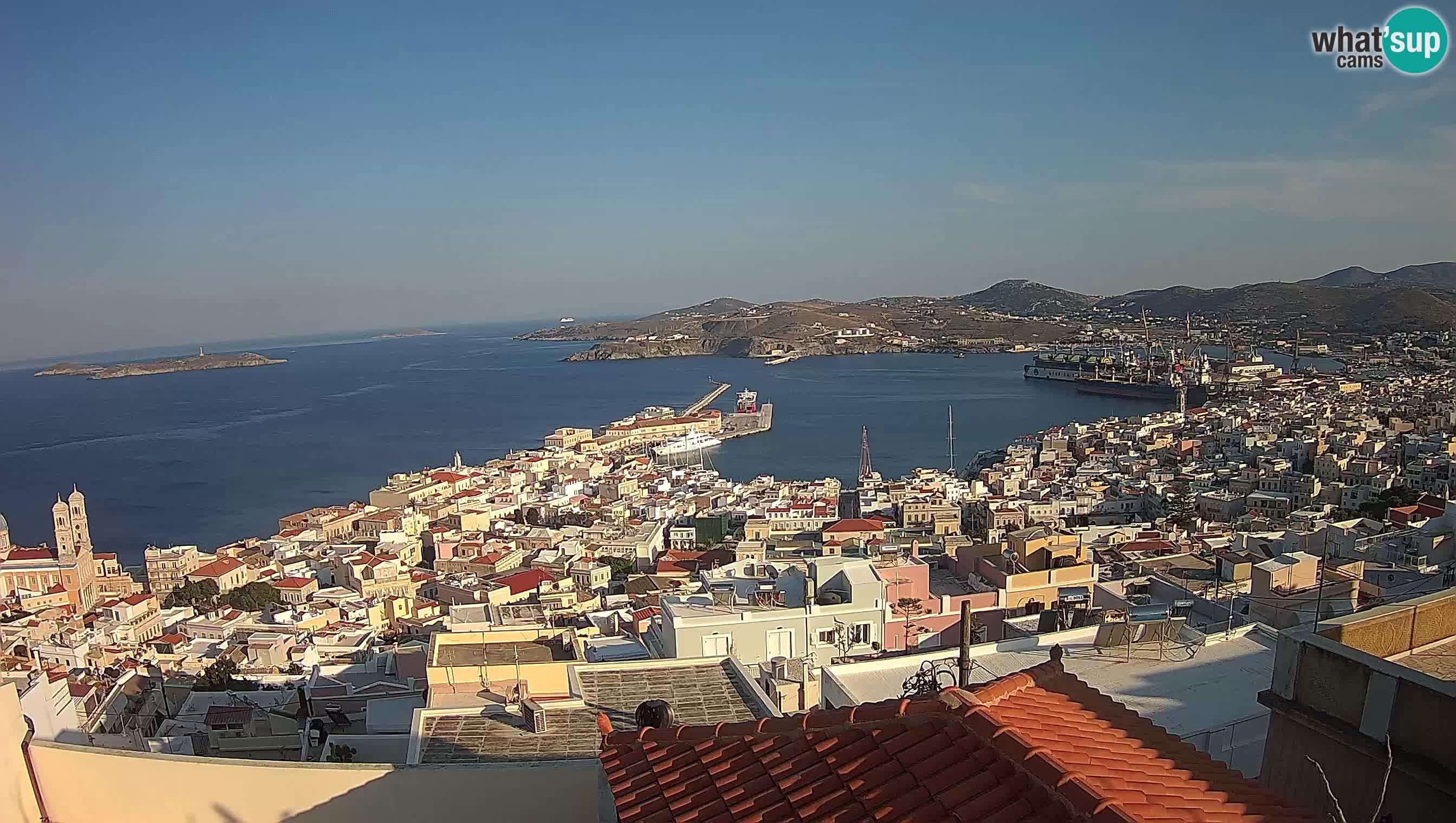 Pogled na Hermoupolis in pristanišče Syros