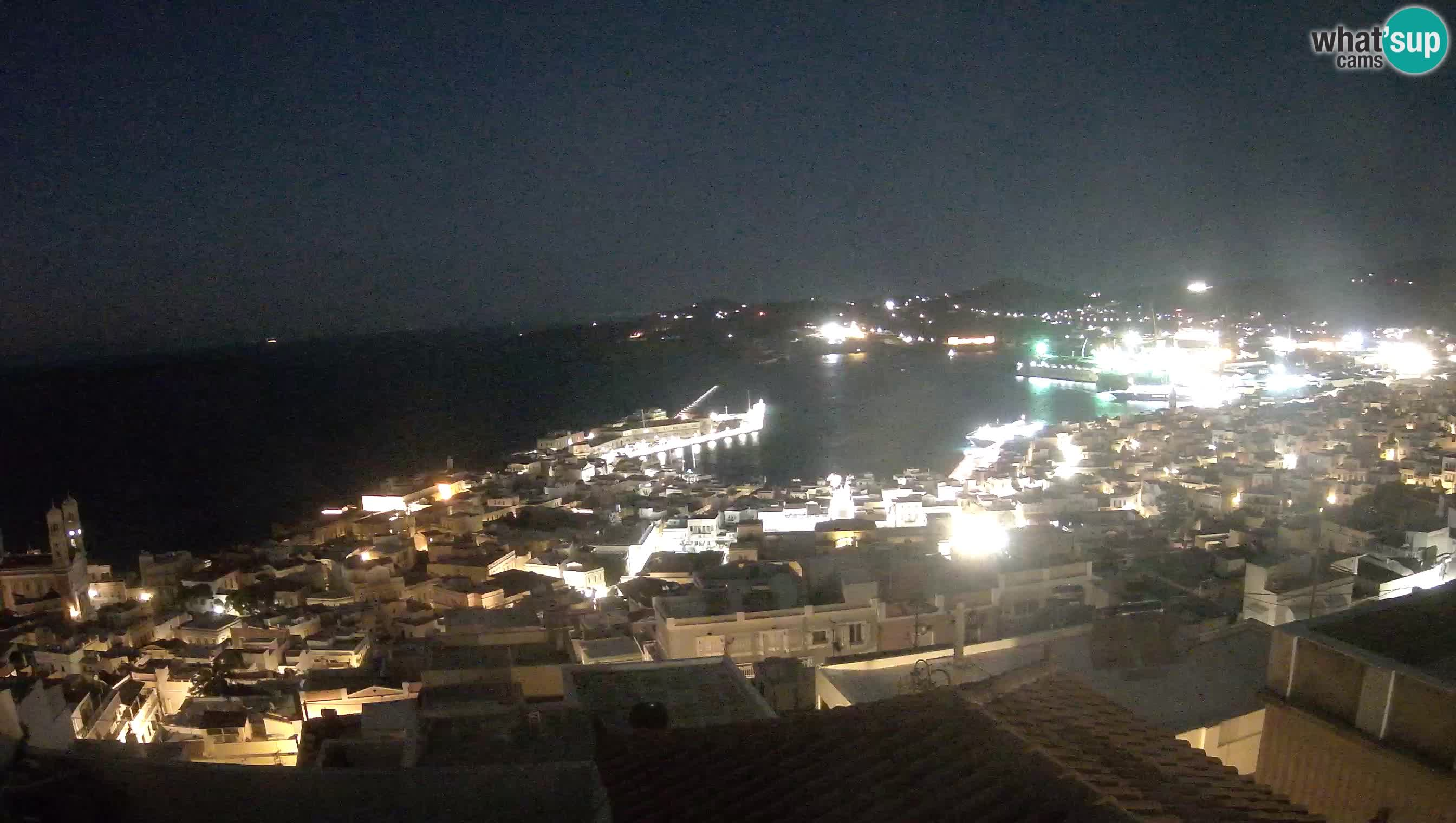 Vista panorámica de Ηermoupolis y el puerto de Syros