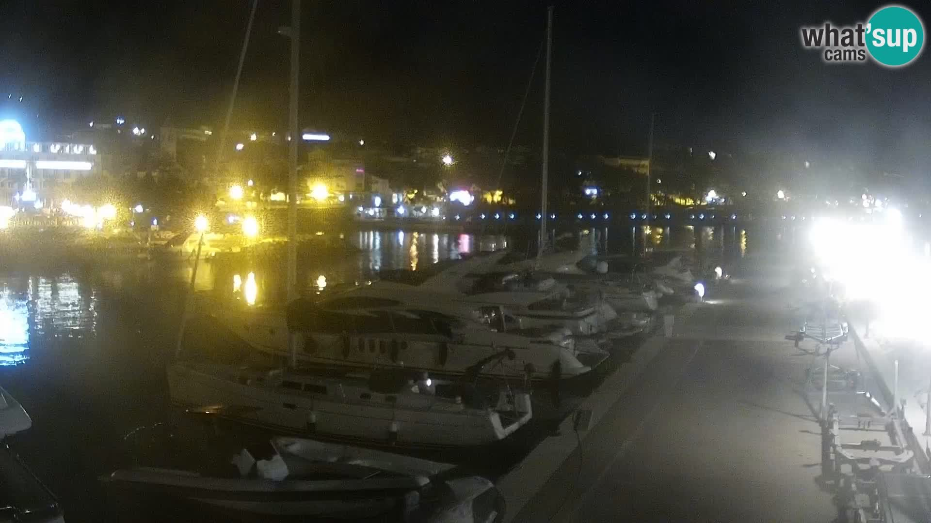 Webcam Basca Voda –  Vista desde el puerto deportivo de la ciudad y la montaña Biokovo