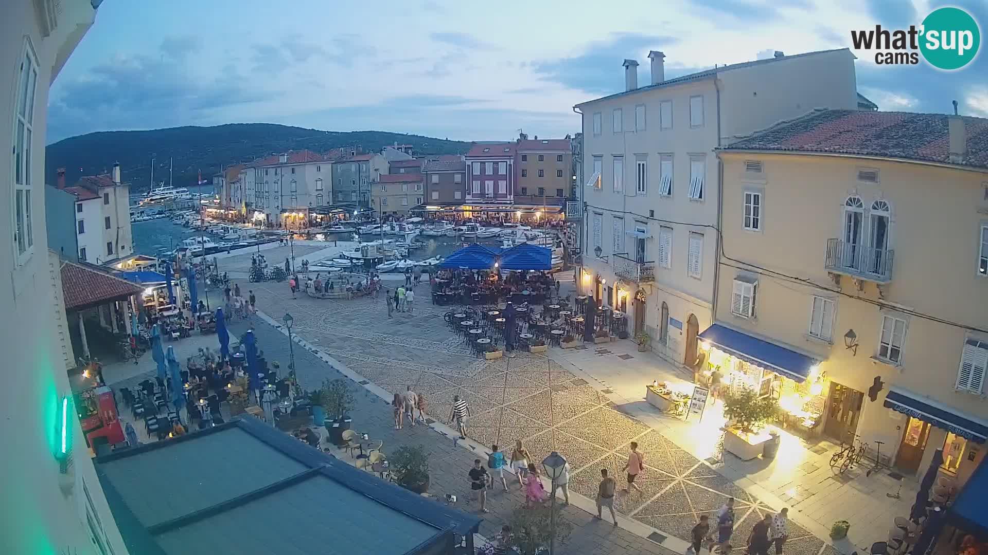 """LIVE cam Cres city – place principale et """"mandrač"""" – île de Cres – Croatie"""