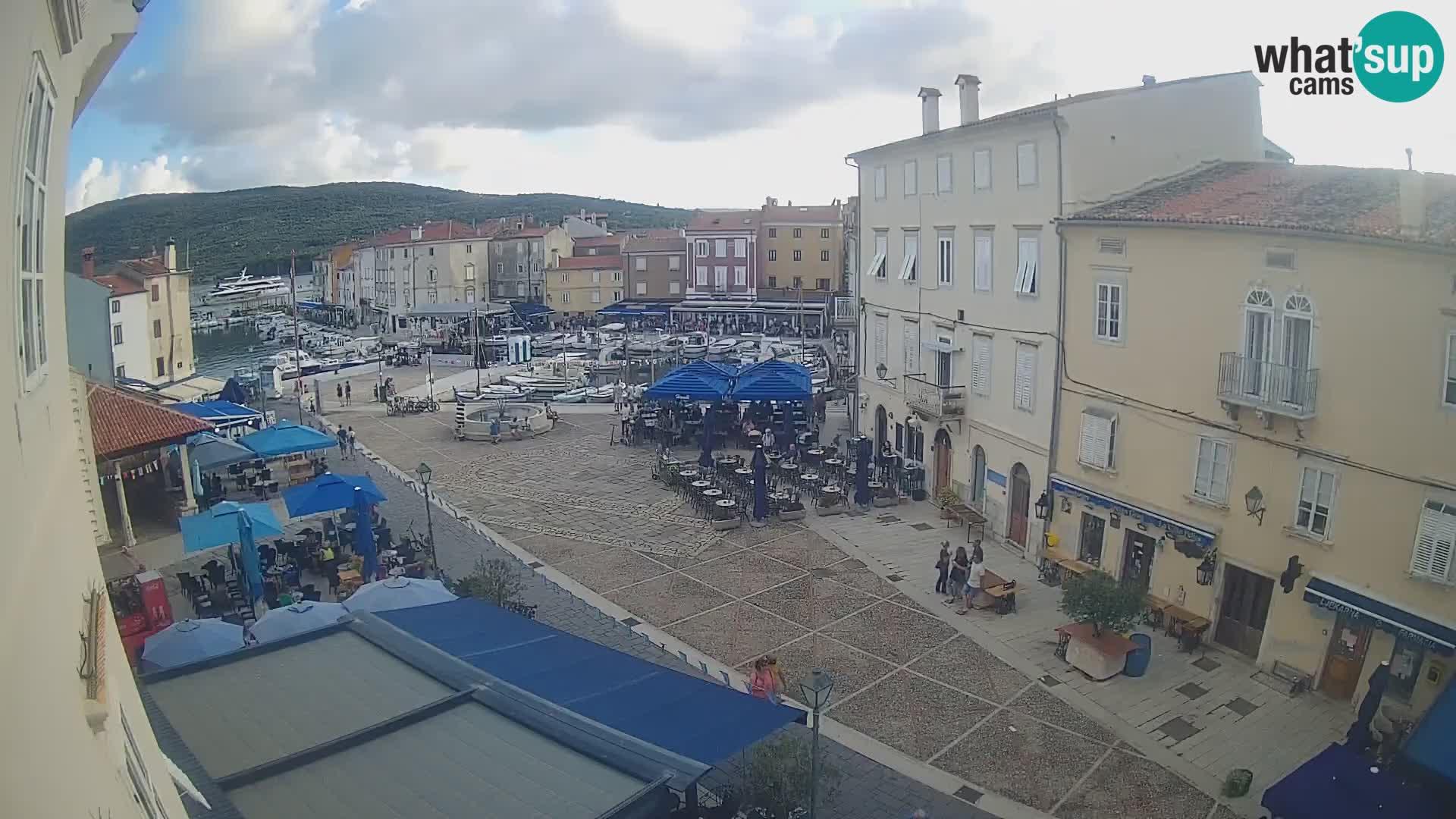 """Kamera v ŽIVO Cres mesto – glavni trg in """"mandrač"""" – otok Cres – Hrvaška"""