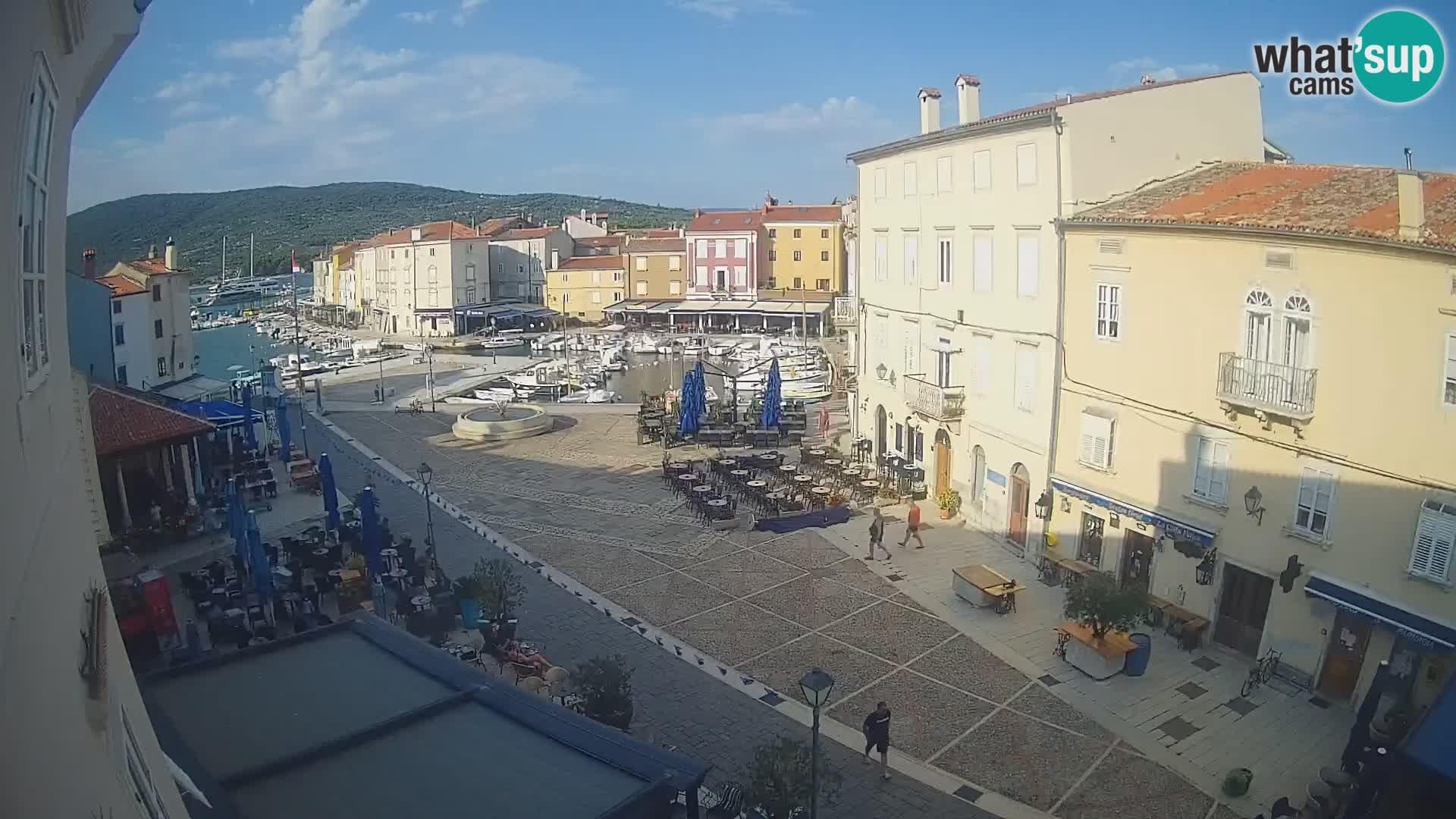"Web kamera Grad Cres – glavni trg i ""mandrač"" – otok Cres"