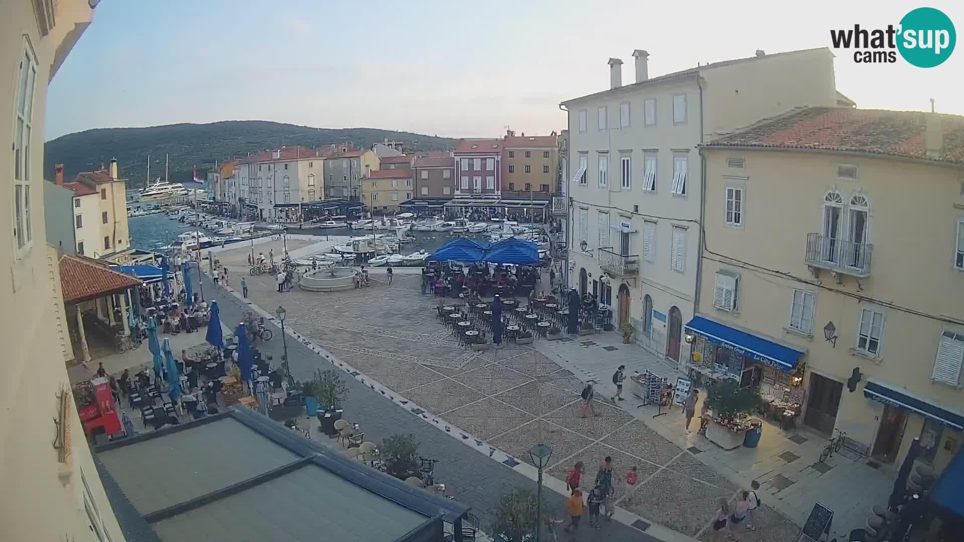 """LIVE cam Cres city – main square and """"mandrač"""" – Cres island – Croatia"""
