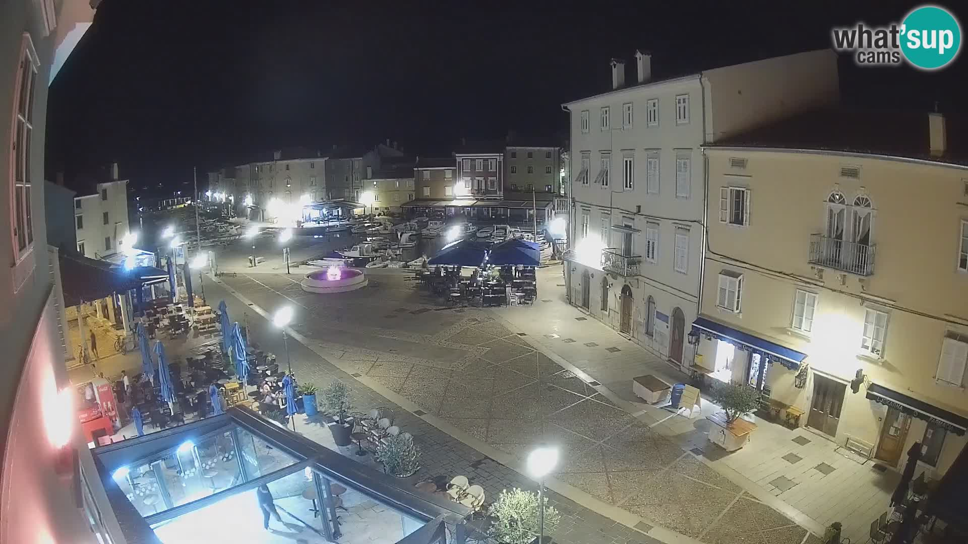 """LIVE cam Cres città – piazza principale e """"mandrač"""" – isola di Cherso – Croazia"""