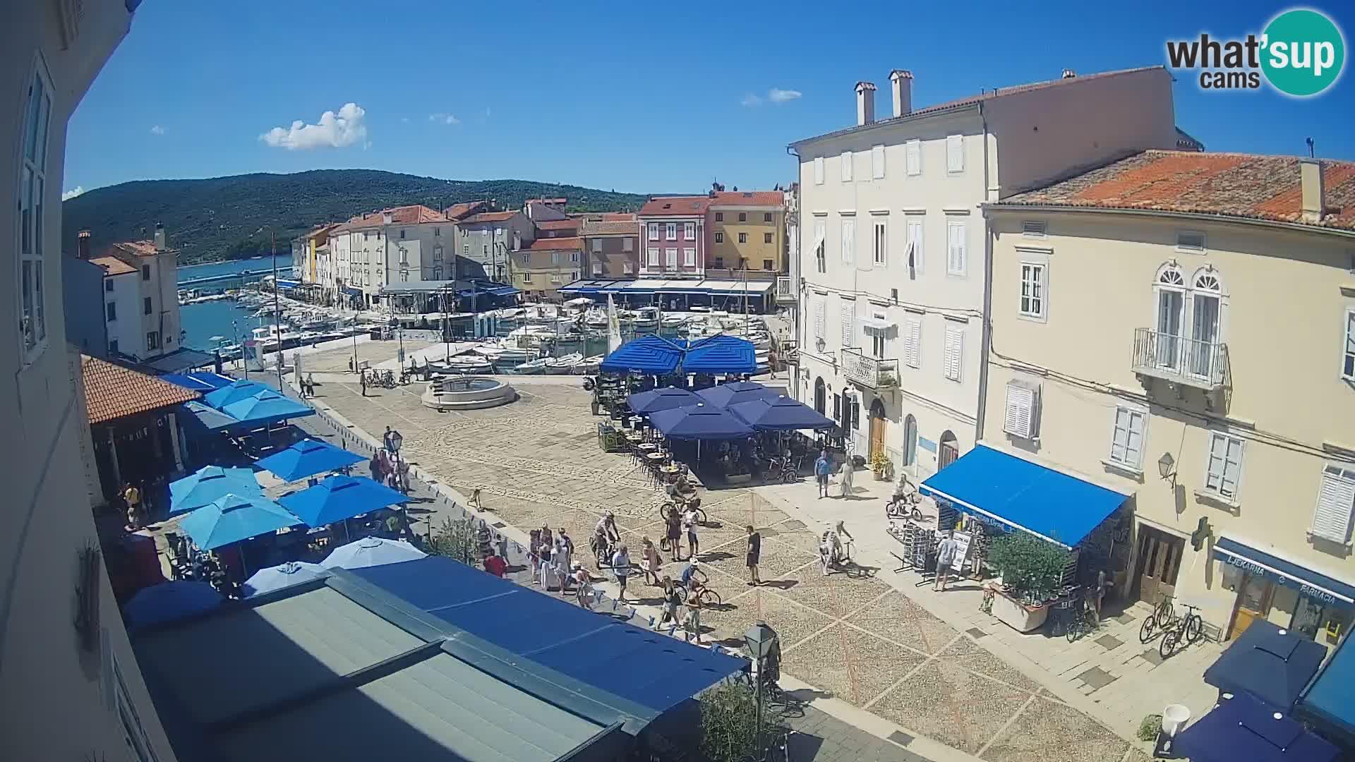 """Cámara en vivo ciudad de Cres – plaza principal y """"mandrač"""" – isla de Cres – Croacia"""