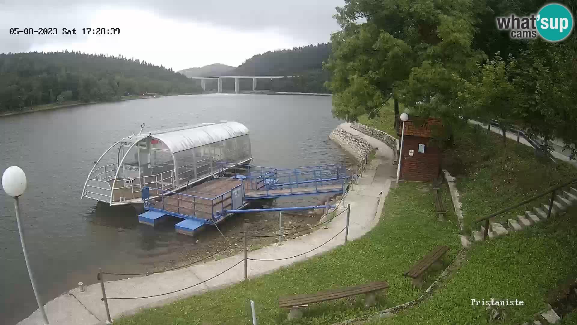 Lago Bajer livecam Bajersko Jezero Fužine battello turistico