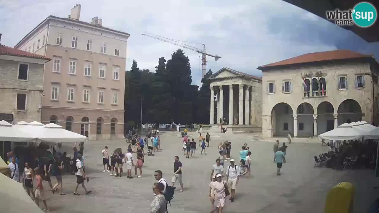 Pula – Live view of the Forum and the Tample of Augustus