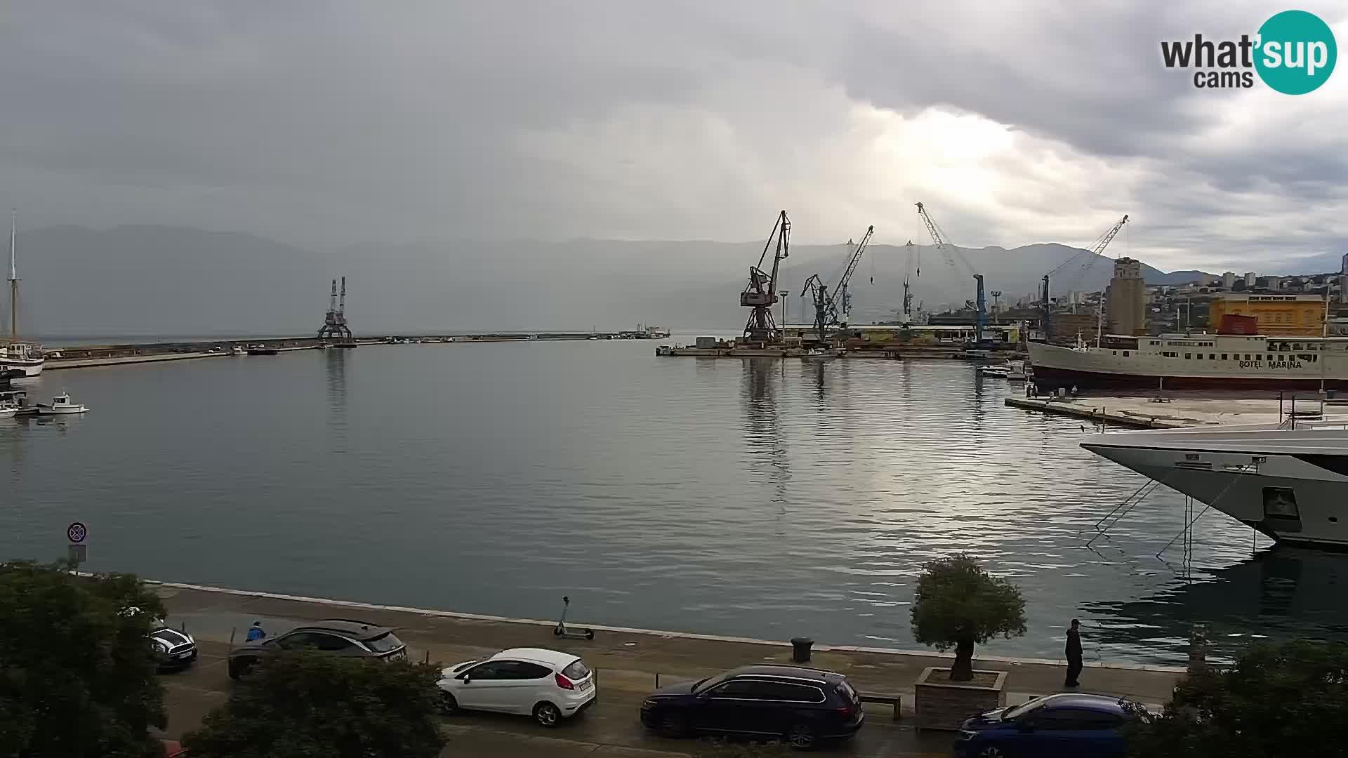 Riva in Marina v Reki – Spletna kamera v živo Hrvaška