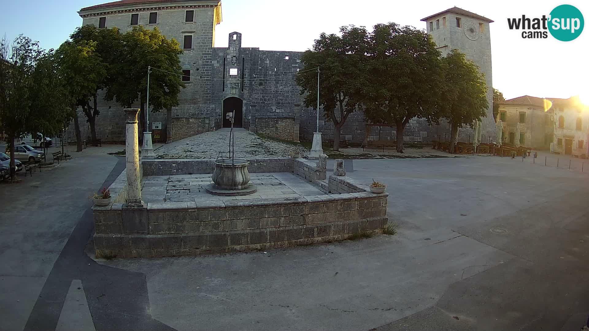 Webcam Svetvinčenat – die Burg und Brunnen – Istrien – Kroatien