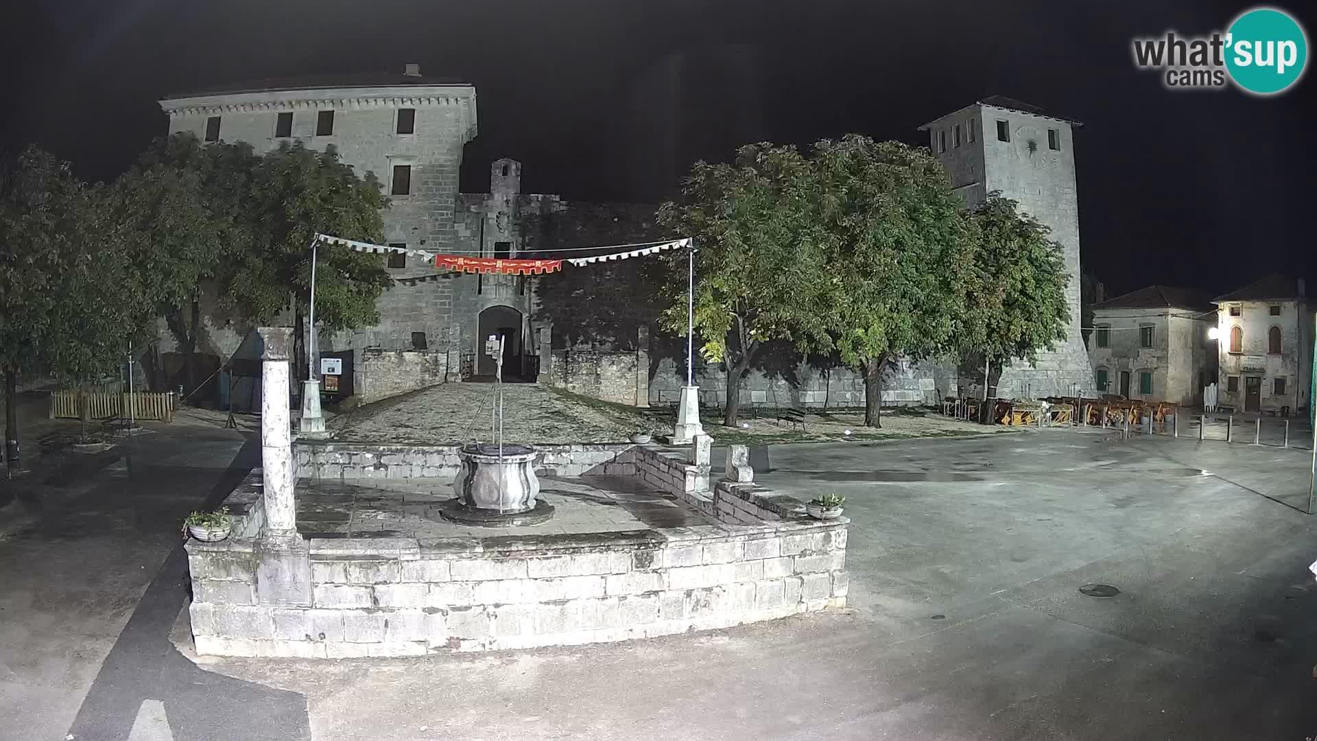 Webcam Svetvinčenat – le château et le puits – Istrie – Croatie