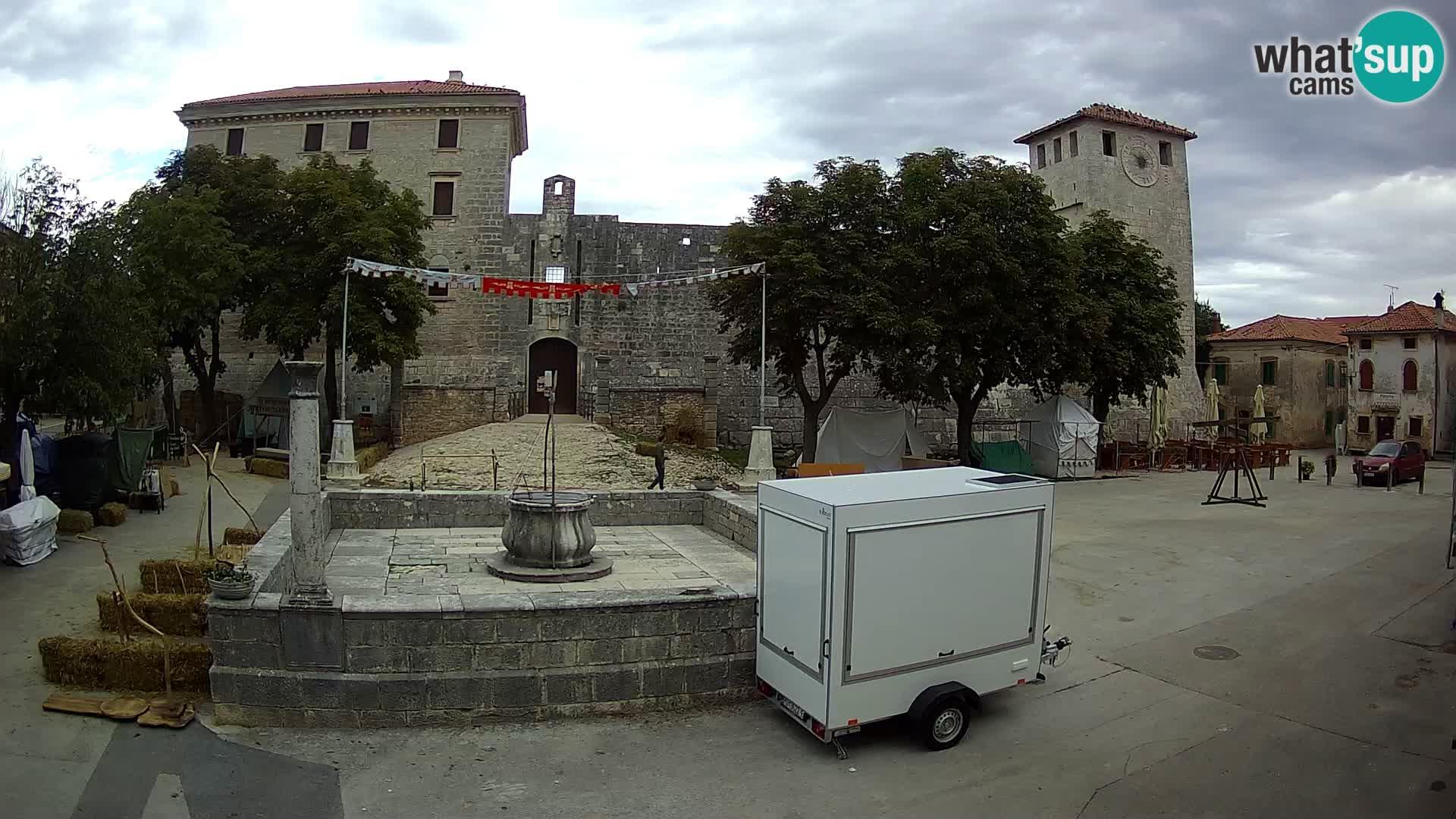 Spletna kamera Svetvinčenat – Grad in vodnjak – Istra – Hrvaška