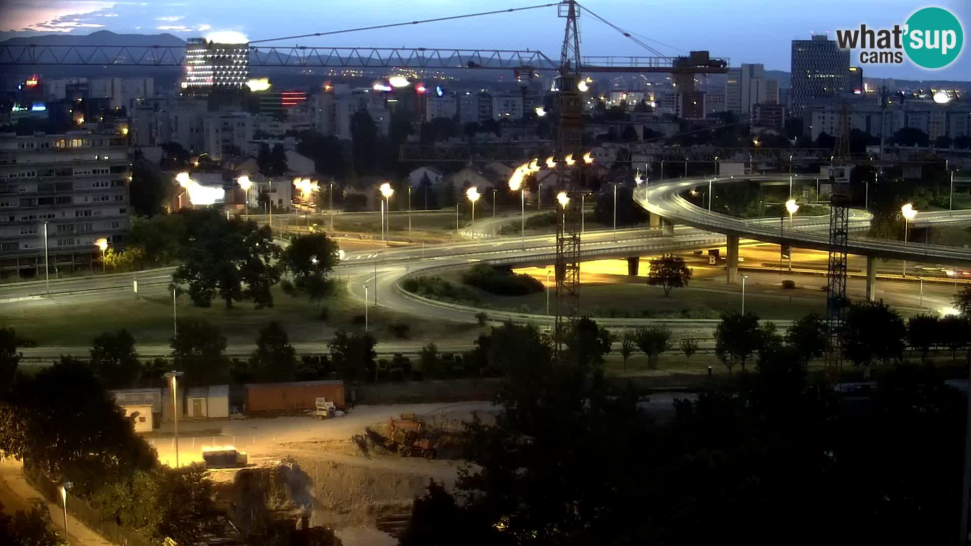 Rotonda en vivo que cruza Slavonska y Marin Držić Avenue en Zagreb webcam