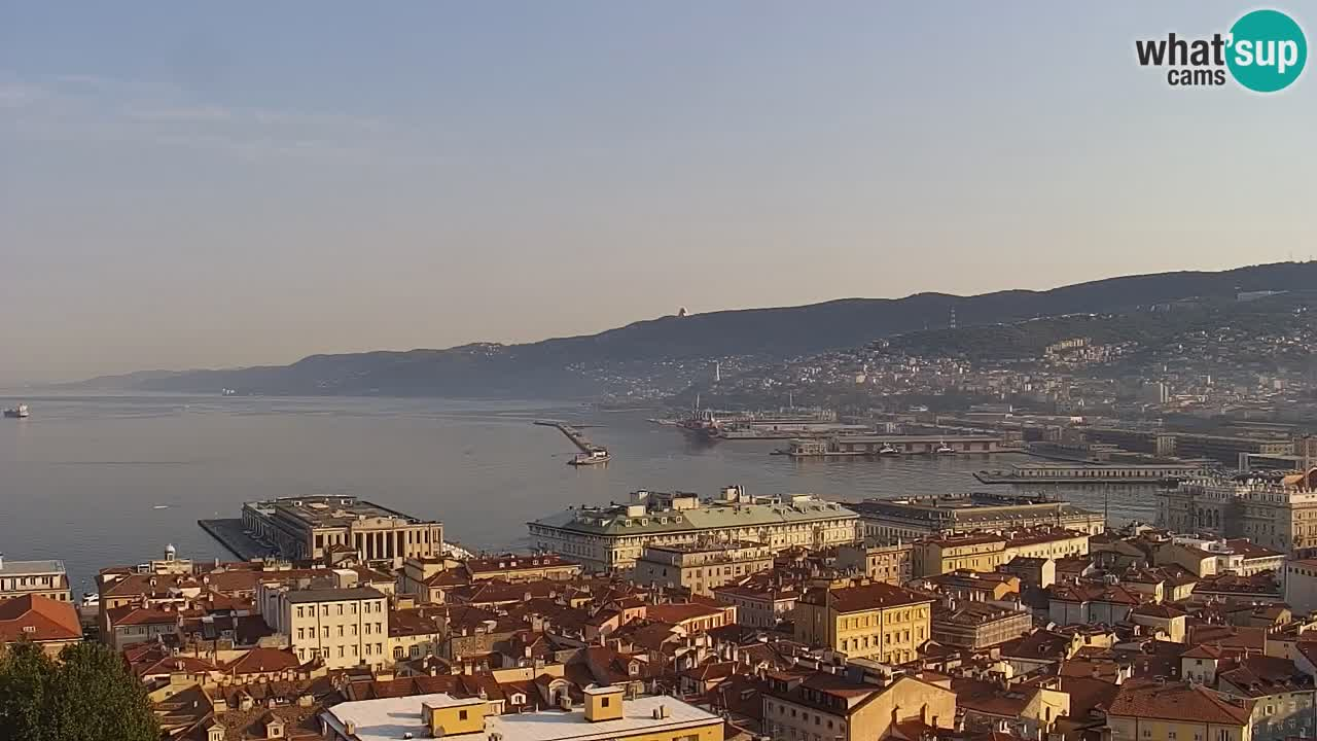 Webcam en vivo Trieste, ciudad, golfo, puerto y castillo de Miramare