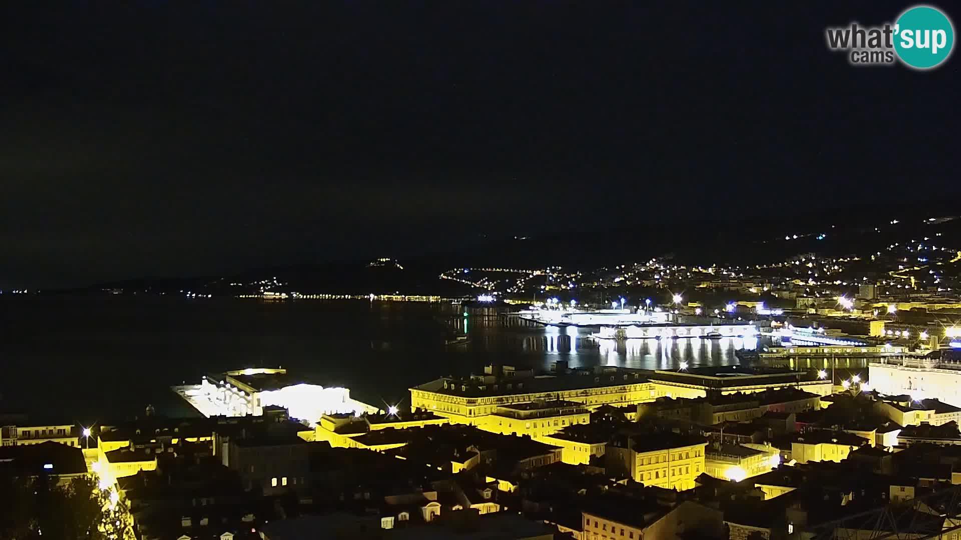 Web kamera Trst uživo – Panorama grada, zaljeva, pomorske postaje i dvorca Miramare