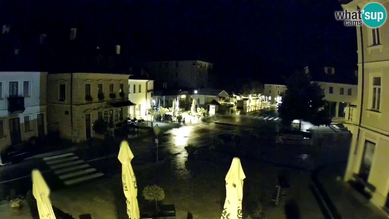 Piazza centrale a Plezzo