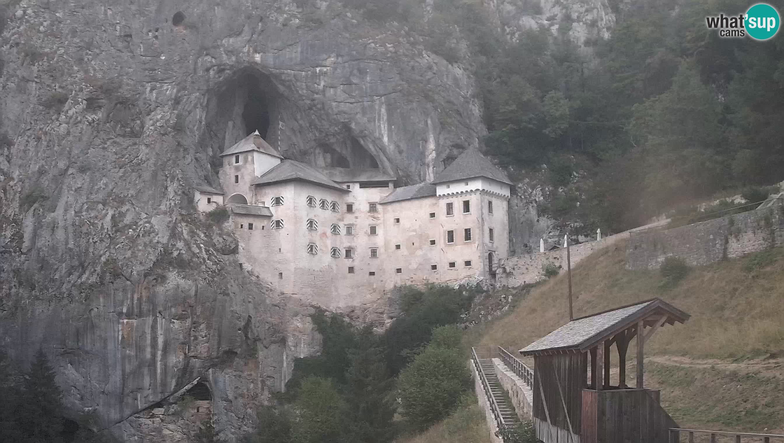 Spletna kamera Predjamski grad – Grad Predjama – Postojna