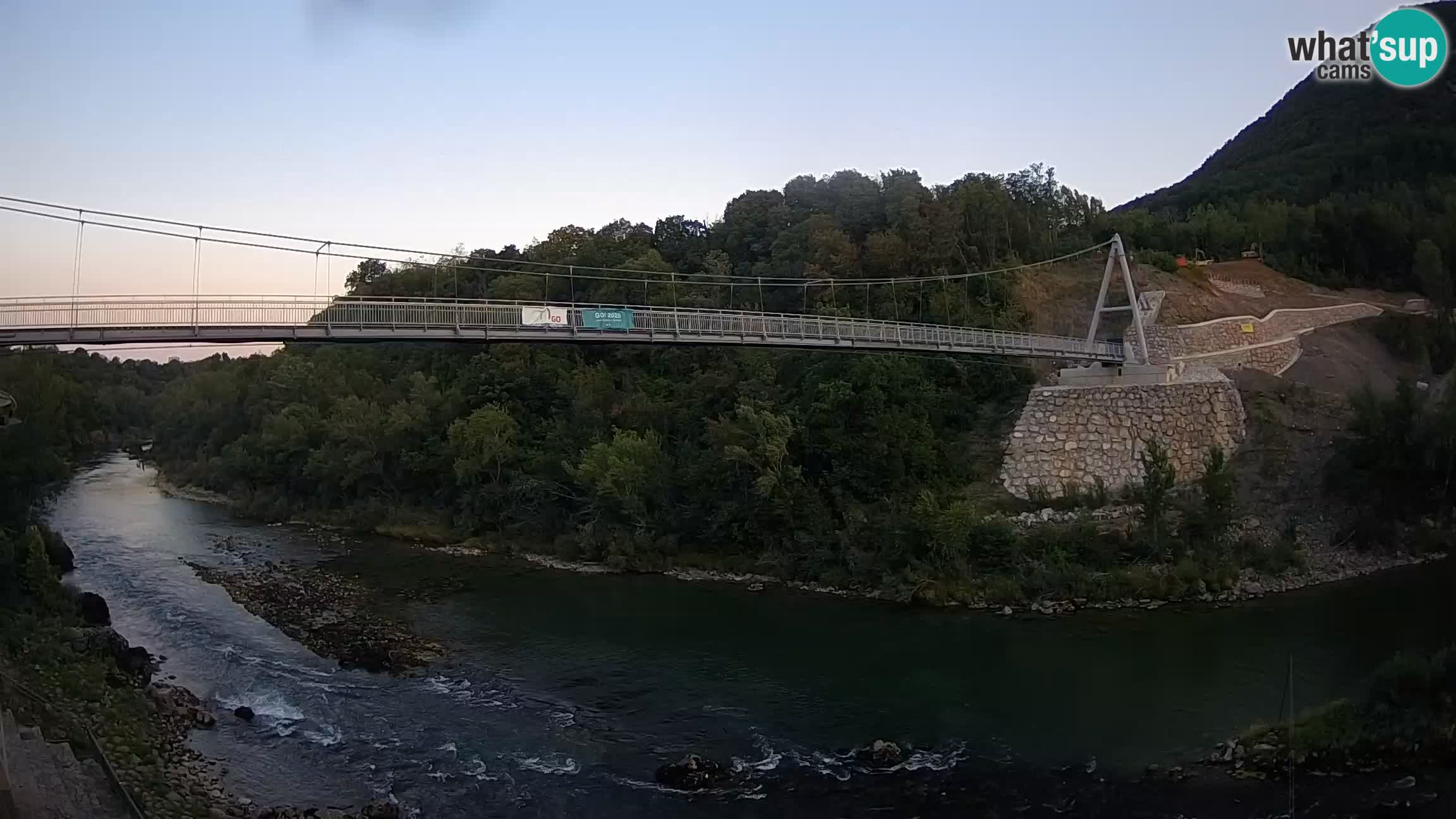 Fußgängerbrücke auf der Soča fluss Webcam Solkan