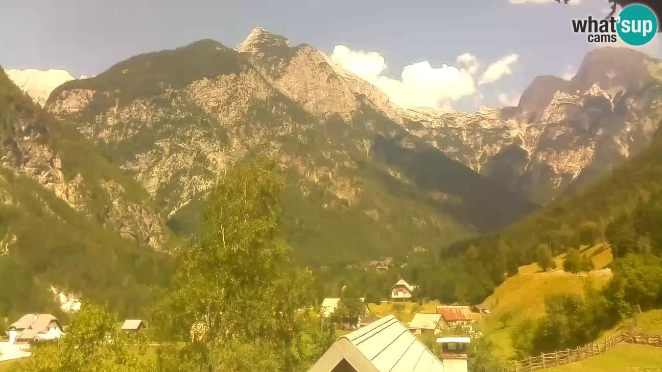 Webcam Trenta – View of Šplevt, Pihavec and Prisojnik